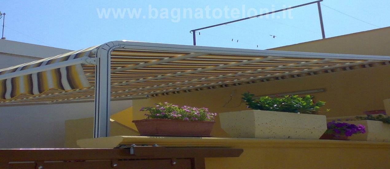 Tende da sole modello attico per giardini e terrazze