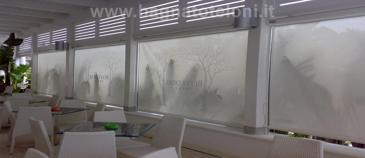 Tenda da sole a caduta in microforato soltis o PVC trasparente per abitazioni private, bar pasticcerie gelaterie e uffici