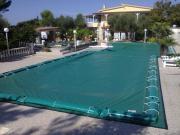 Coperture elettrosaldate per piscine con salsicciotti laterali di ancoraggio in PVC 650gr./mtq