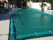 Coperture elettrosaldate per piscine con salsicciotti laterali di ancoraggio in PVC 650gr./mtq per villa e residence