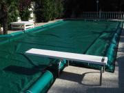 Coperture elettrosaldate per piscine con salsicciotti laterali di ancoraggio in PVC 650gr./mtq per villa, residence e strutture publiche