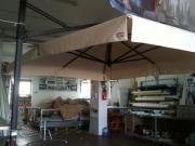 Ombrelloni da esterno in metallo con copertura in PVC