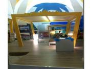 Gazebo in legno con tende in cristal laterali e tetto telanato per arredamenti da esterno e interno in stile esotico