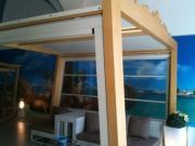 Gazebo in legno con tende in cristal laterali e tetto telanato 3