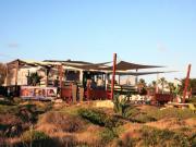 vele tensotese ombreggianti con rete tentmesh per ricezioni turistiche e alberghi