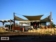 vele tensotese ombreggianti con rete tentmesh per giardini di ville private con piscina